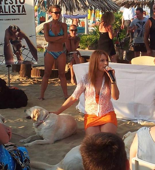 Michela da Lecco è tornata a Rimini. Turismo? No, ha stretto zampe