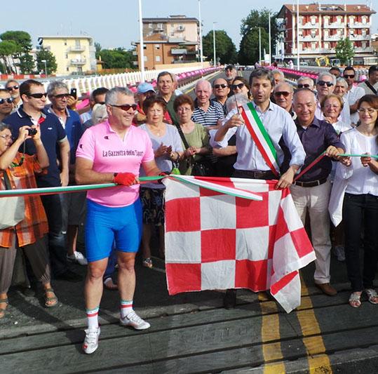 Sul ponte di via Coletti con Bartali e Coppi, alias Biagini e Gnassi