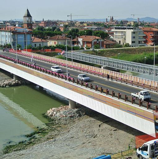 Per un ponte mancato in piazza della Balena