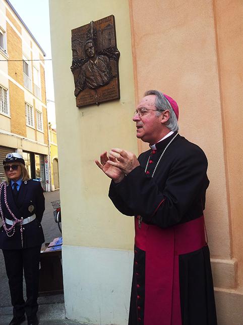 """Il vescovo chiede di ribaltare il modello turistico di Rimini: da consumistica """"vetrina di eventi"""" a città internazionale della cultura"""