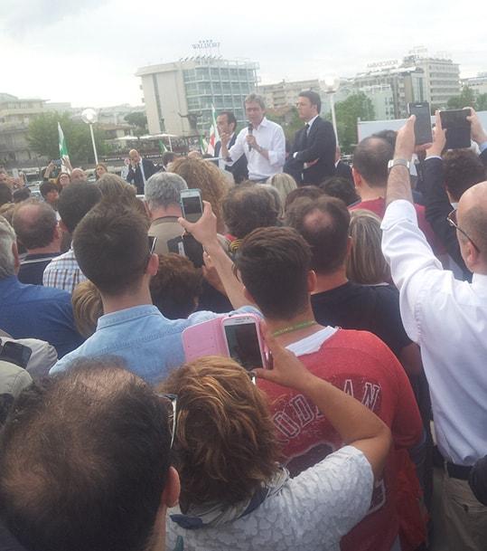 Gnassi teme il ballottaggio e Matteo Renzi lo aiuta invocando la spending review