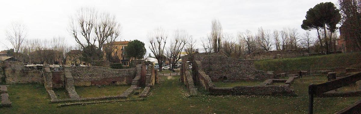 Si parla di Anfiteatro romano e nell'arena finiscono sbranati Comune e Ceis