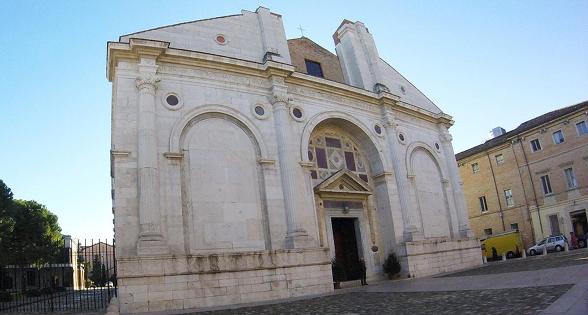 Jules Helbig contro il Tempio Malatestiano: un Adinolfi di fine Ottocento