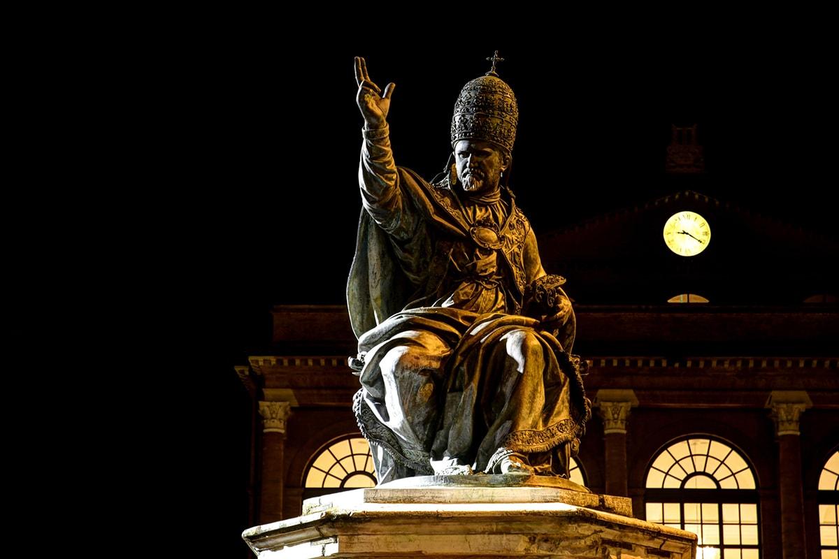 La fotografia: il Papa che guarda Rimini dall'alto in basso