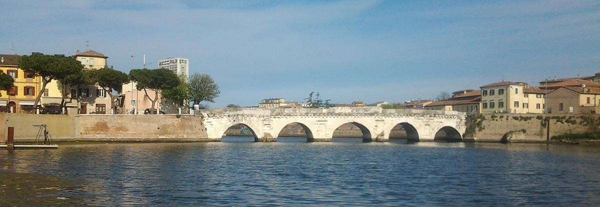 I problemi del Borgo San Giuliano e il maquillage invasivo che il Comune vuole applicare al ponte di Tiberio