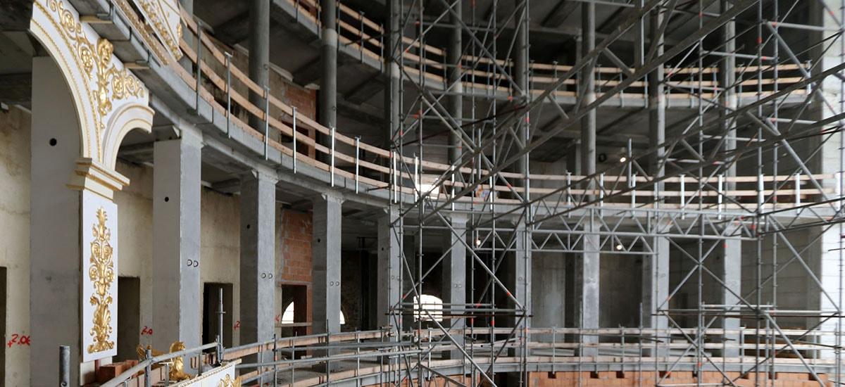 Per mantenere il Teatro Galli … altroché stangata sui passi carrai