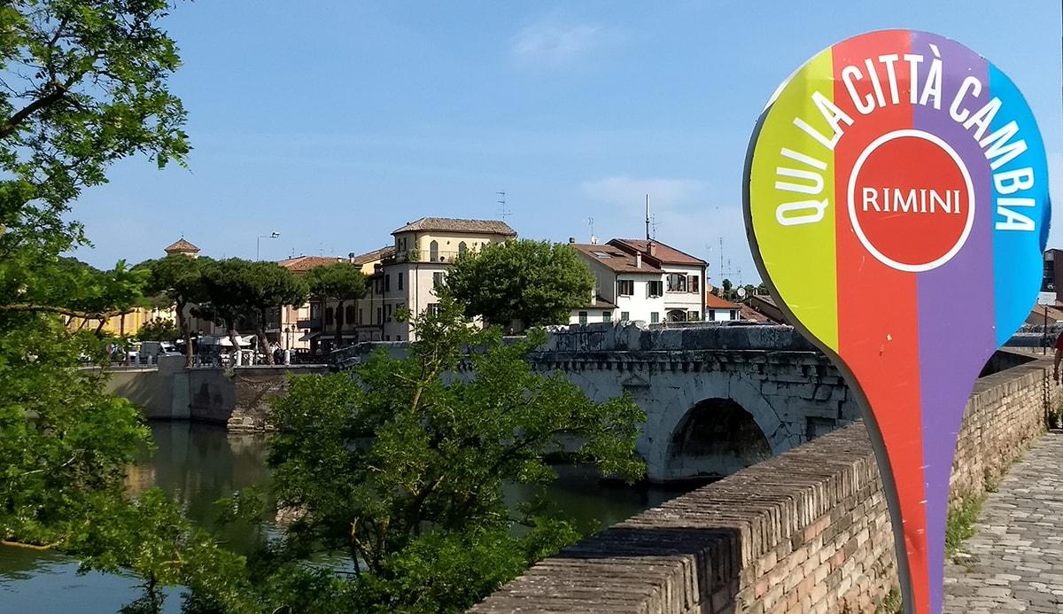 Lavori intorno al Ponte di Tiberio: fuori da ogni logica e regola e, forse, anche fuori legge