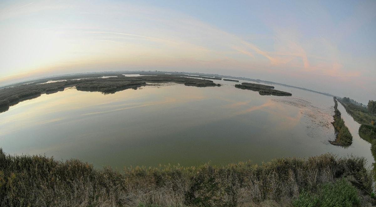 La fotografia: tramonto nella laguna di Ravenna