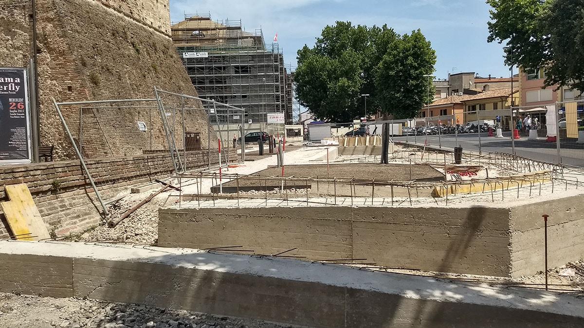 Il fossato di Castelsismondo? Slide-story della promessa mancata e di mille bugie