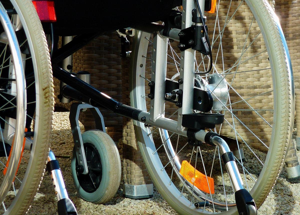 Riccione non è per i disabili. Gita pericolosa (e vergognosa) per trovare un sottopassaggio