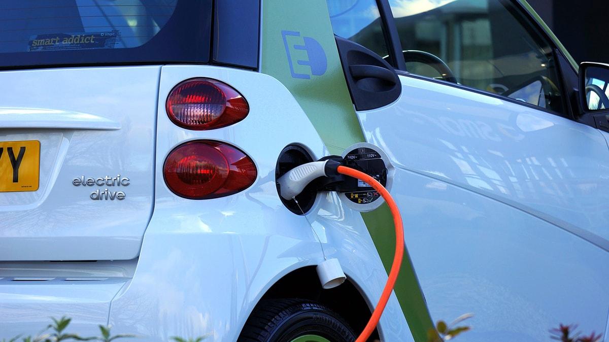 Auto elettriche a rilento: in tutta la provincia sono solo 23. Boom dell'ibrido