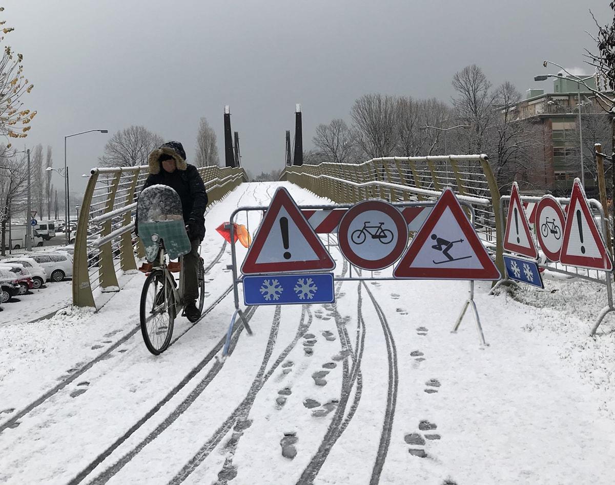 Destinazione Romagna Superski: lunghe file allo skilift per lanciarsi dal ponte di Mordor, ma Anthea gela gli entusiasmi