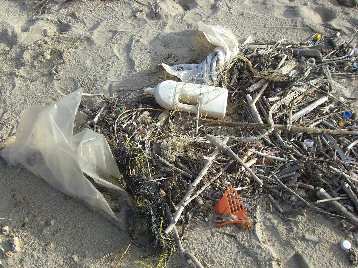 Quattro domeniche per pulire le spiagge da Cattolica a Rimini