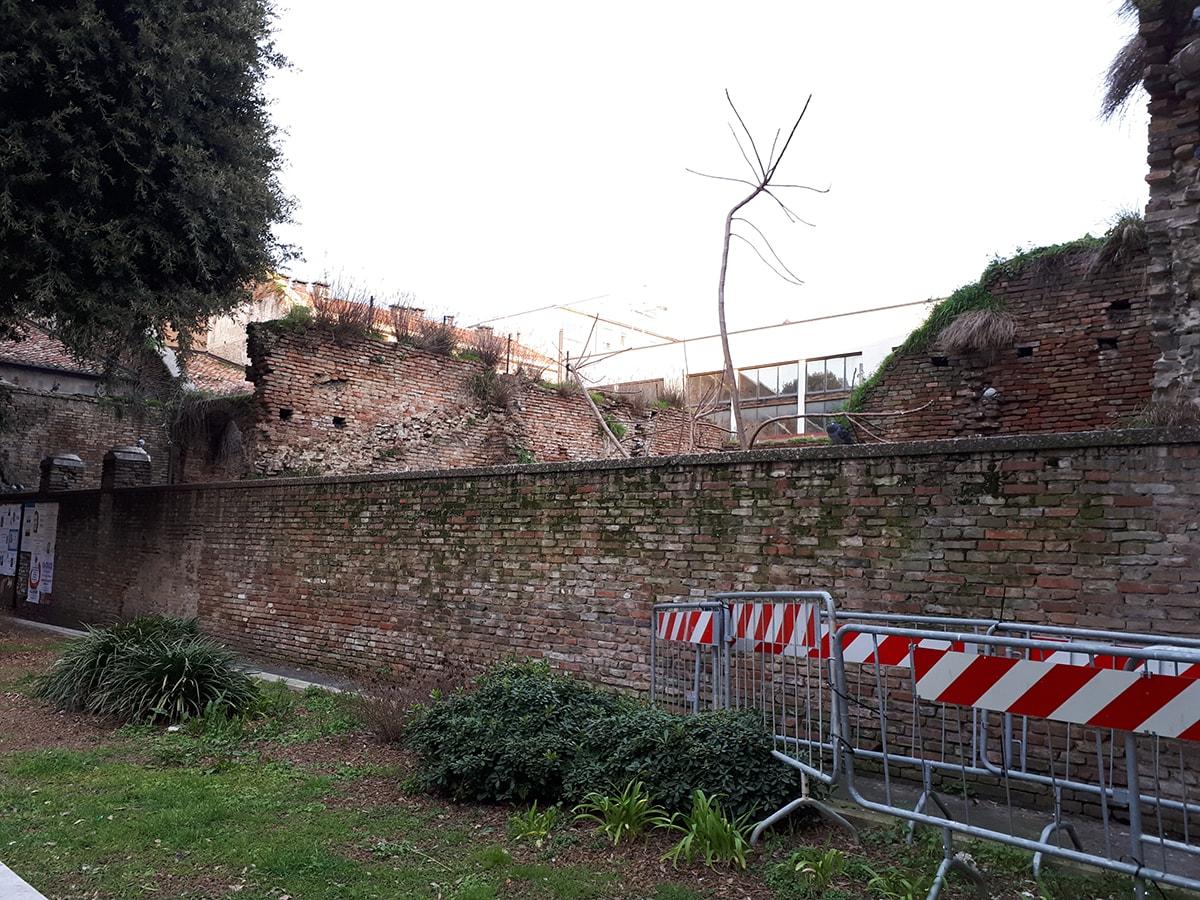 Ex convento San Francesco: a fianco del Tempio Malatestiano una ferita da sanare