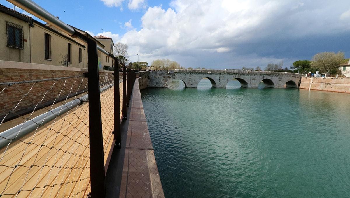 """""""L'immonda passerella: il massacro del Ponte di Tiberio è fatto"""""""