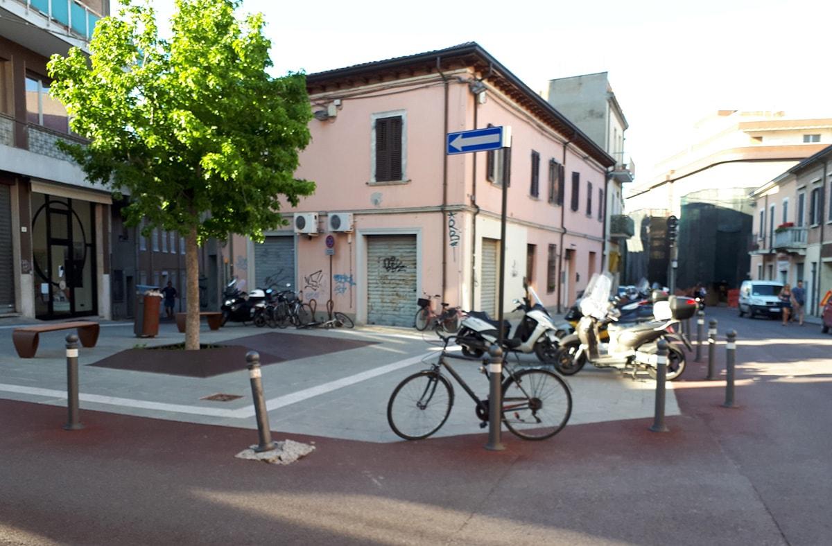 Anello delle nuove piazze: da parcheggi caotici a spazi di qualità architettonica?