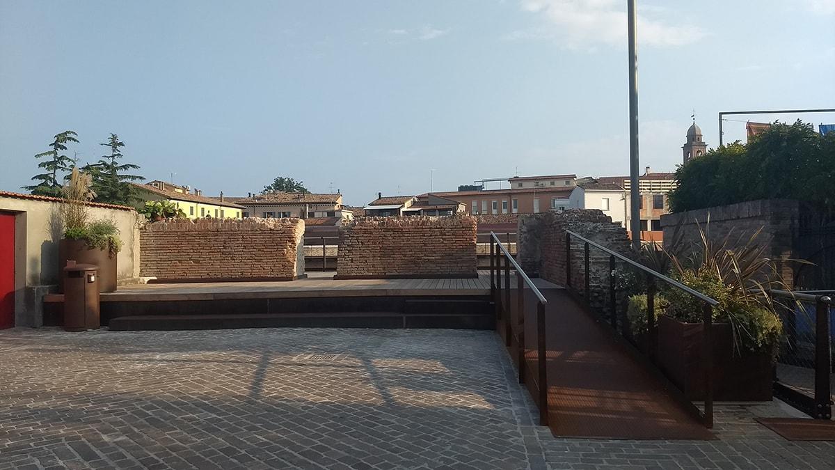 """Le stesse mura per un ufficio comunale sono """"malatestiane"""" e per un altro """"ottocentesche"""""""