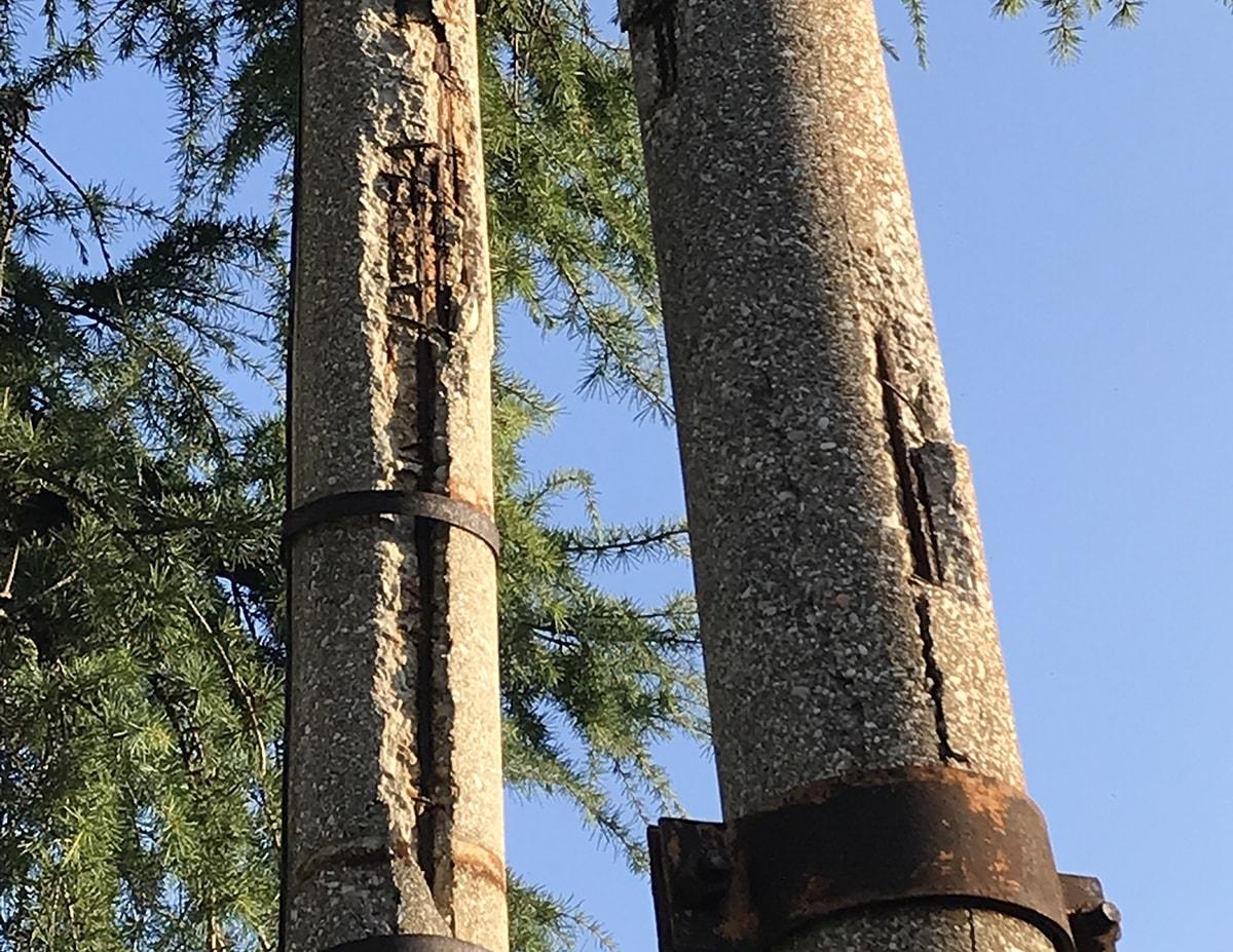 Decine di pali della pubblica illuminazione cadono a pezzi