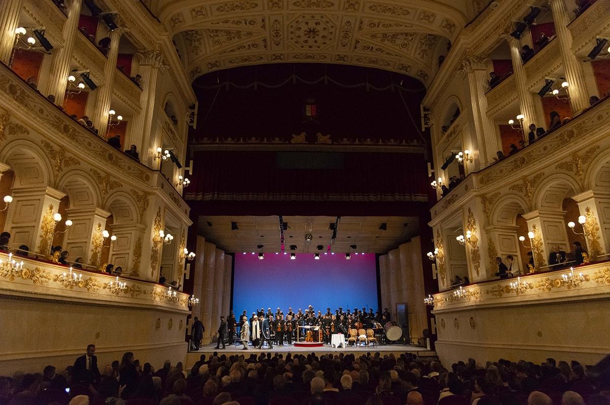 """Teatro Galli: a scoppio ritardato la grana dei posti """"non vedenti"""""""