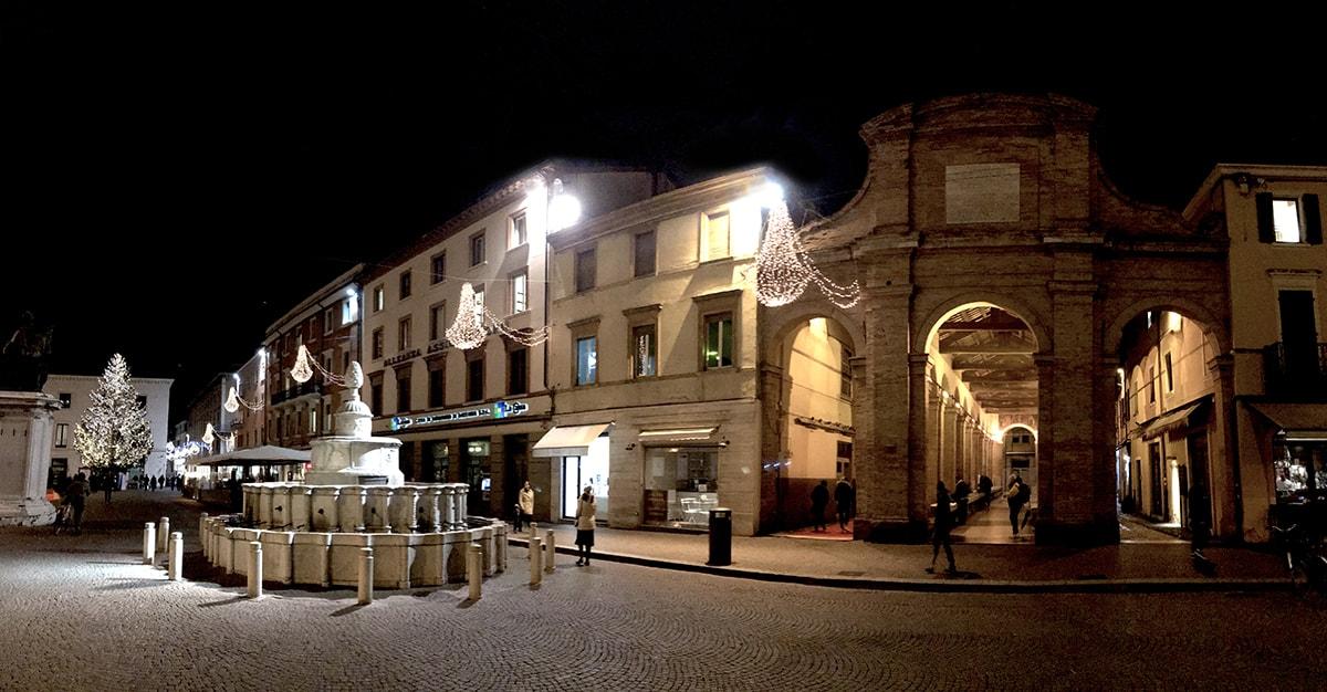 Quattro domande sull'albero di Natale di piazza Cavour