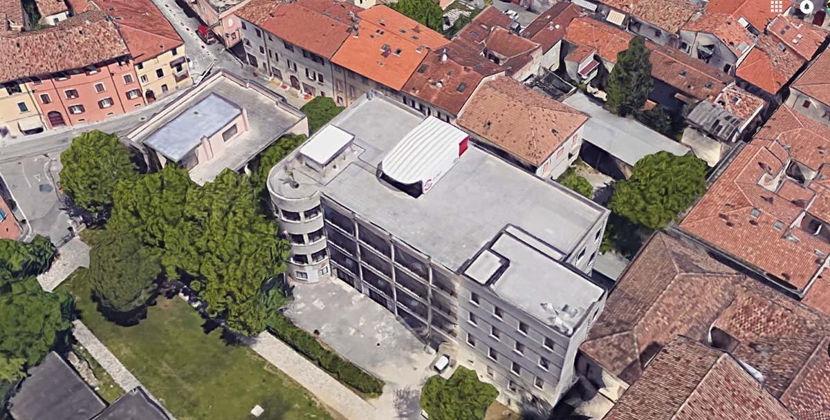 C'è da spostare un'officina a 30 metri d'altezza, rimasta sul tetto del Museo