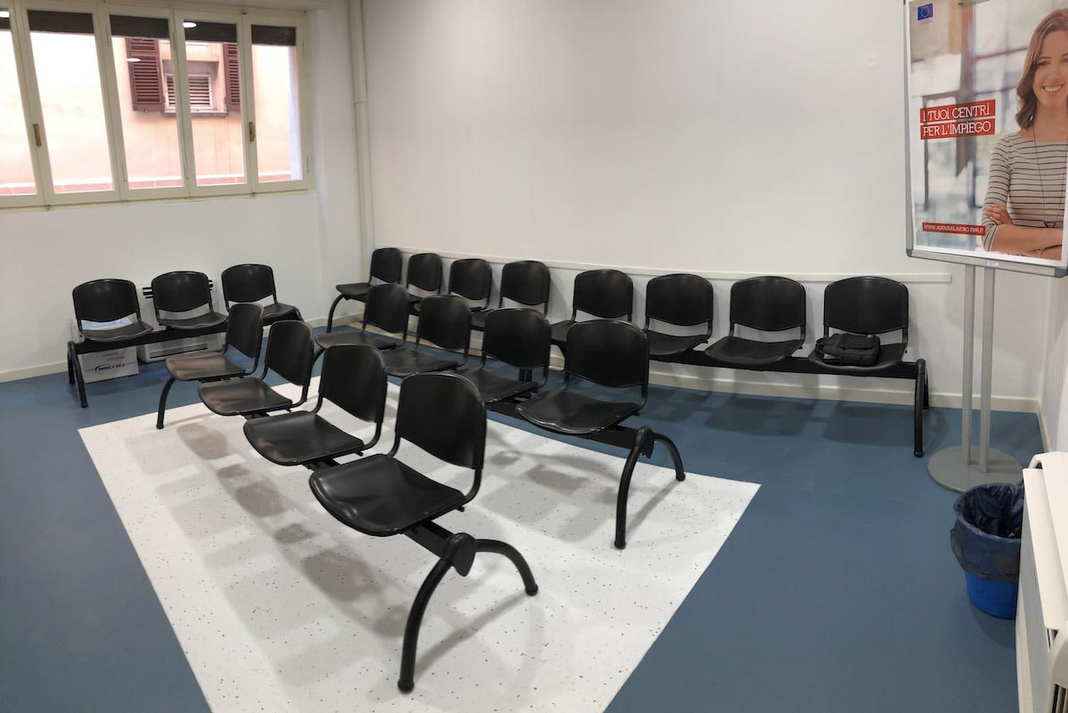Nel nuovo Centro per l'impiego la sala d'attesa è poco più di un salotto
