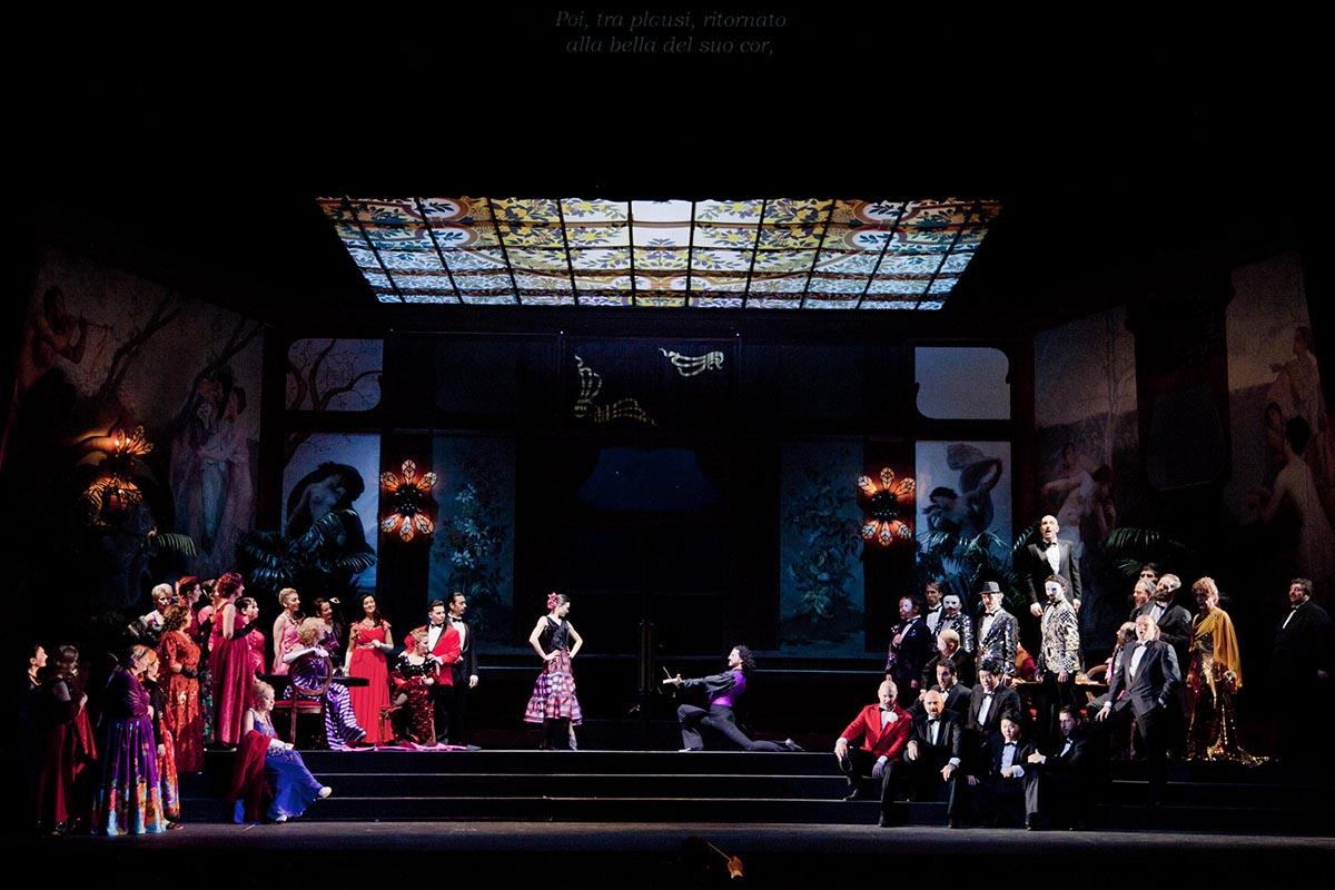 Battesimo con la Traviata per il Galli lirico