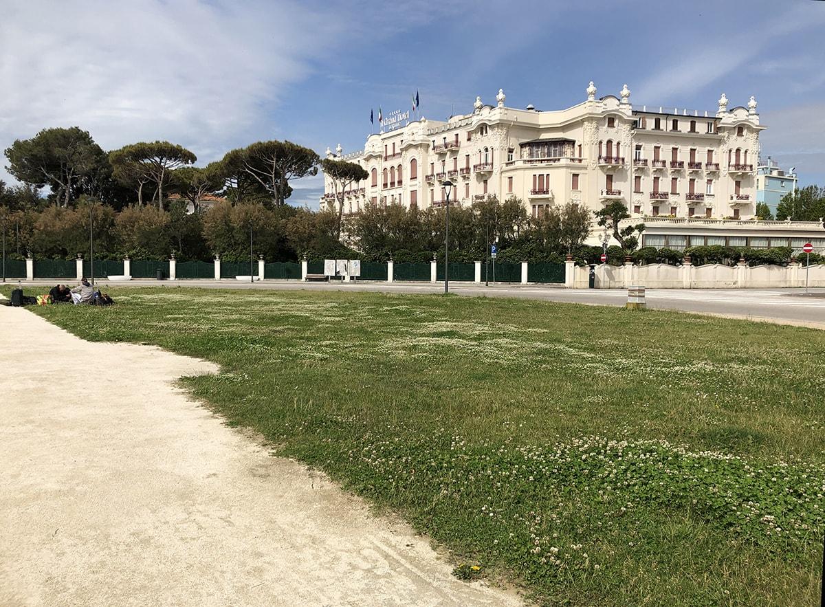 """Piazzale Fellini: una """"cartolina"""" imbarazzante"""