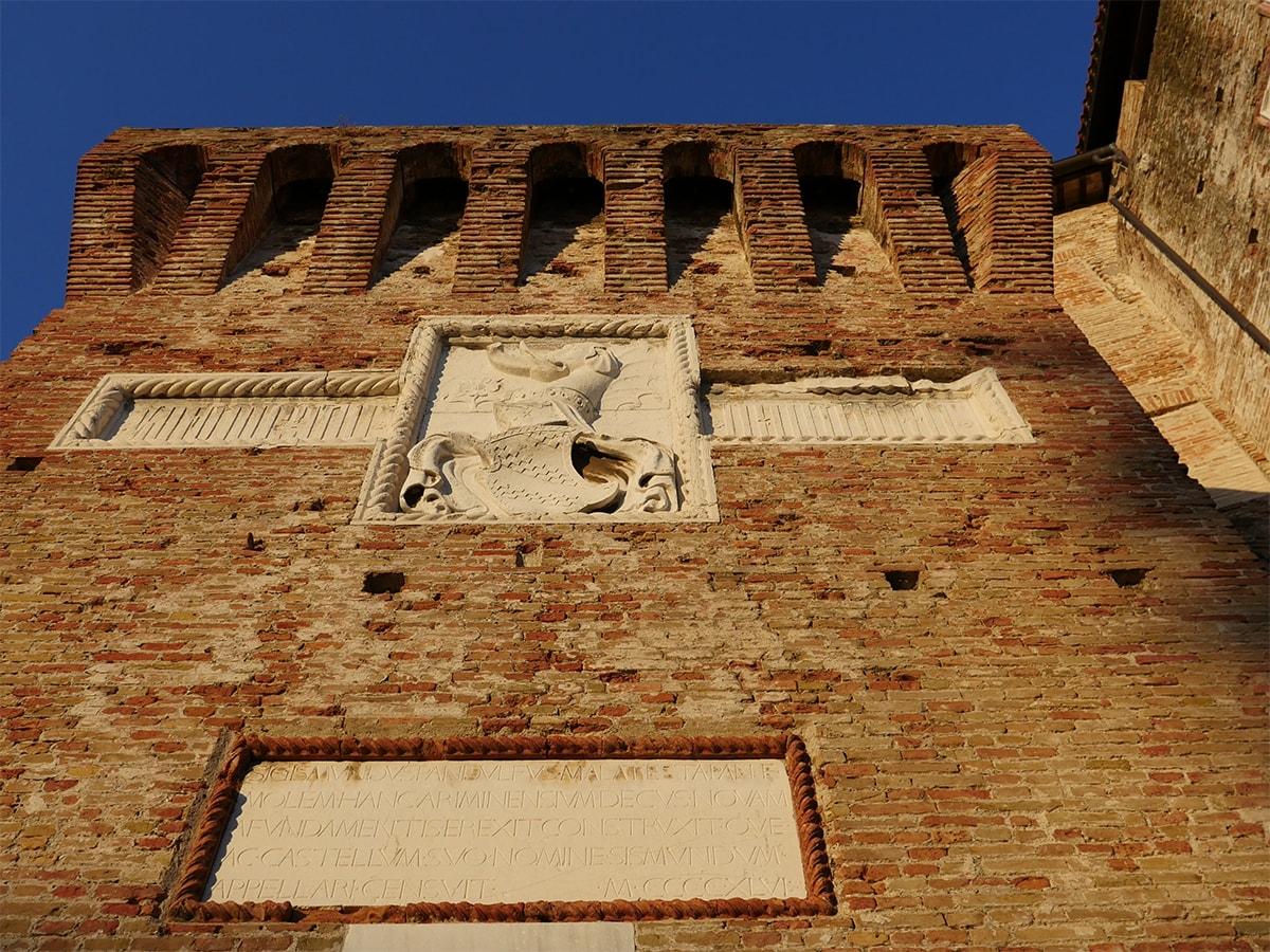 """Castel Sismondo: Rimondini spiega cos'è una """"falsa porta"""", mentre dal consiglio comunale arriva la richiesta di non aprirla"""