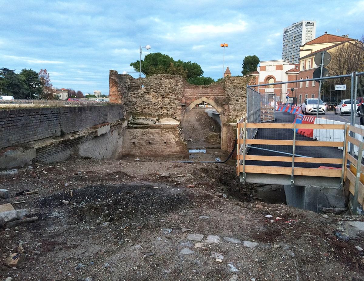 """""""Porta Galliana soffocata dal cemento armato"""""""