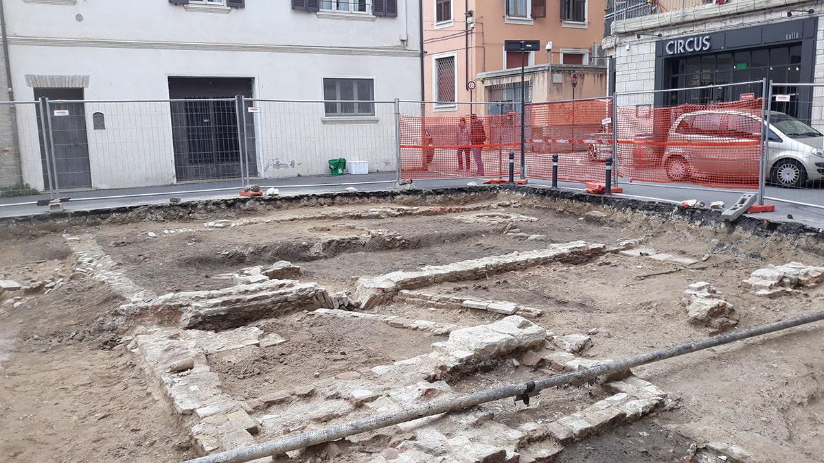 Piazzetta San Martino: i ritrovamenti archeologici sembrano un disturbo anziché un valore