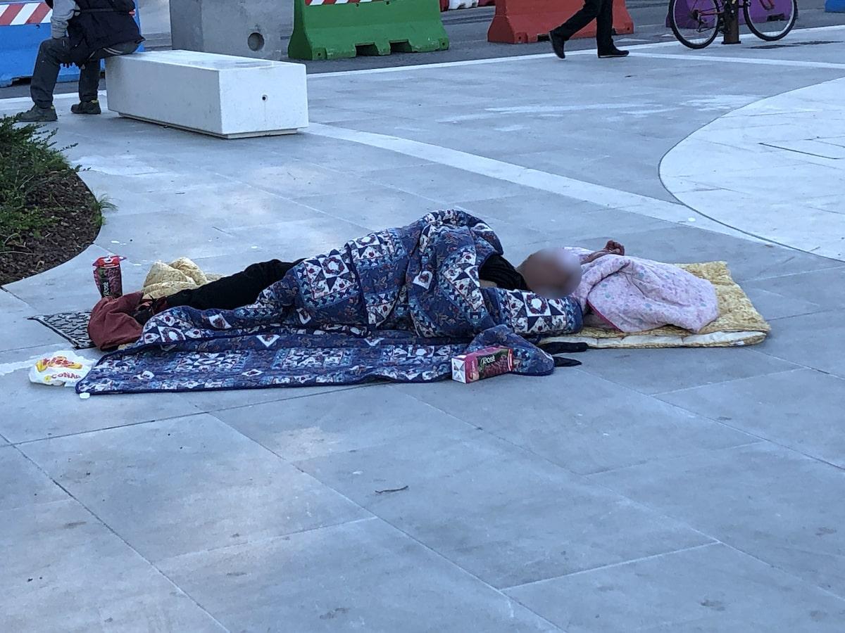 """I """"decoro urbano boys"""" inaugurano la nuova piazza della stazione"""