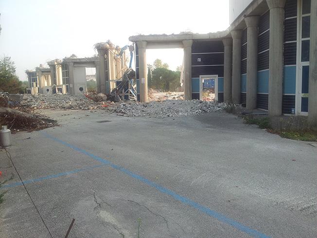 Raso al suolo il Palazzo dei Congressi di Rimini