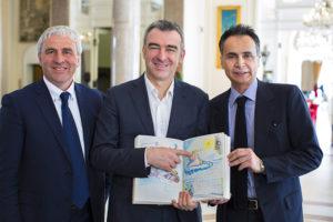 Giuliacci fra Enzo Ceccarelli, presidente Upc, e Andrea Corsini, assessore regionale al turismo  (ph © Giorgio Salvatori)