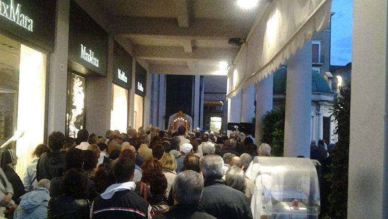 """Mons. Mouche a Rimini: """"Solo la preghiera salverà il nostro popolo dall'Isis"""""""