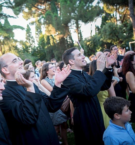 Da una professione sicura alla tonaca: sabato l'ordinazione di tre riminesi nella Basilica papale