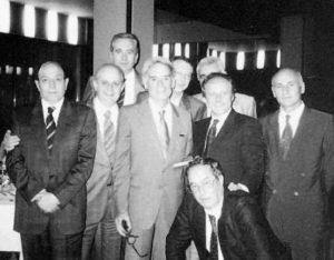 """In questa foto, tratta dal sito del liceo """"Giulio Cesare"""", Ceccarelli è al centro. L'occasione, 17 giugno 1989, è la festa d'addio dal liceo."""