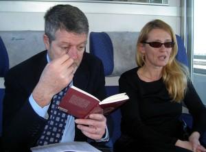 Moreno Neri e signora in treno diretti all'appuntamento con Giovanni Reale