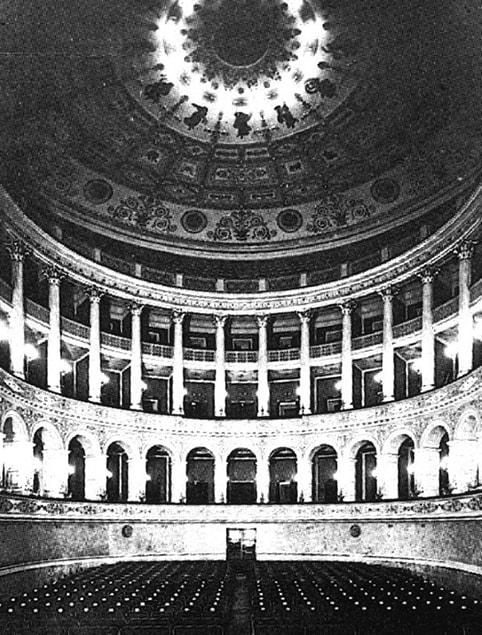 L'associazione Tebaldi bussa al teatro Galli ma Pulini non apre
