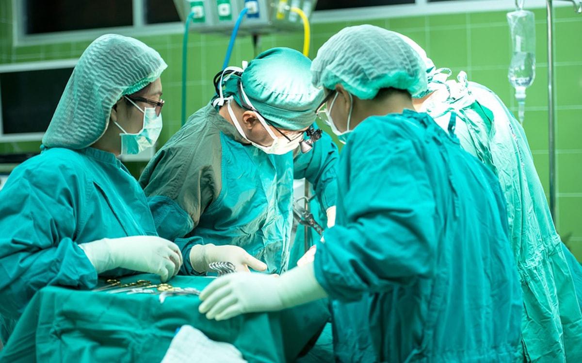 Sempre meno infermieri e tecnici a tempo indeterminato negli ospedali riminesi
