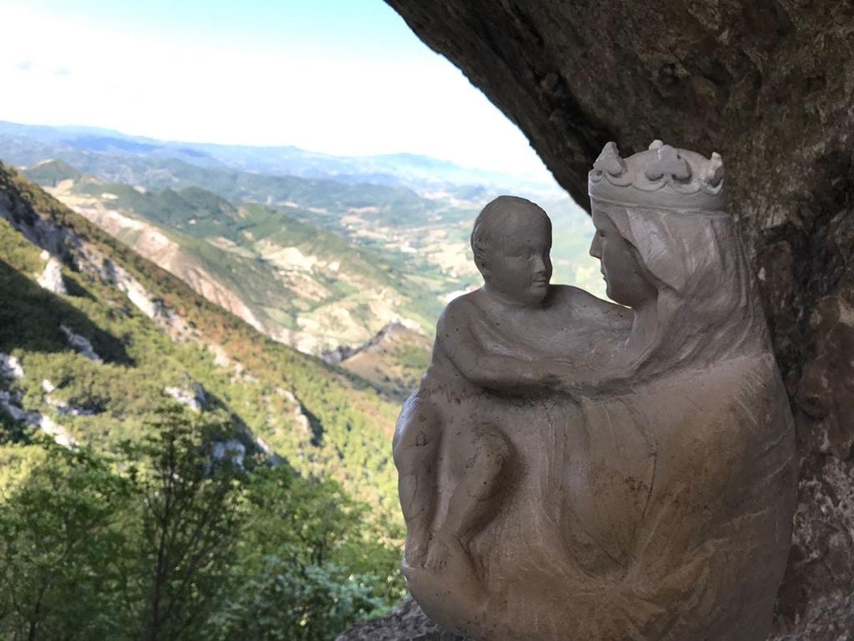 La Madonna ricompare sul Monte Nerone. Per mano di escursionisti riminesi