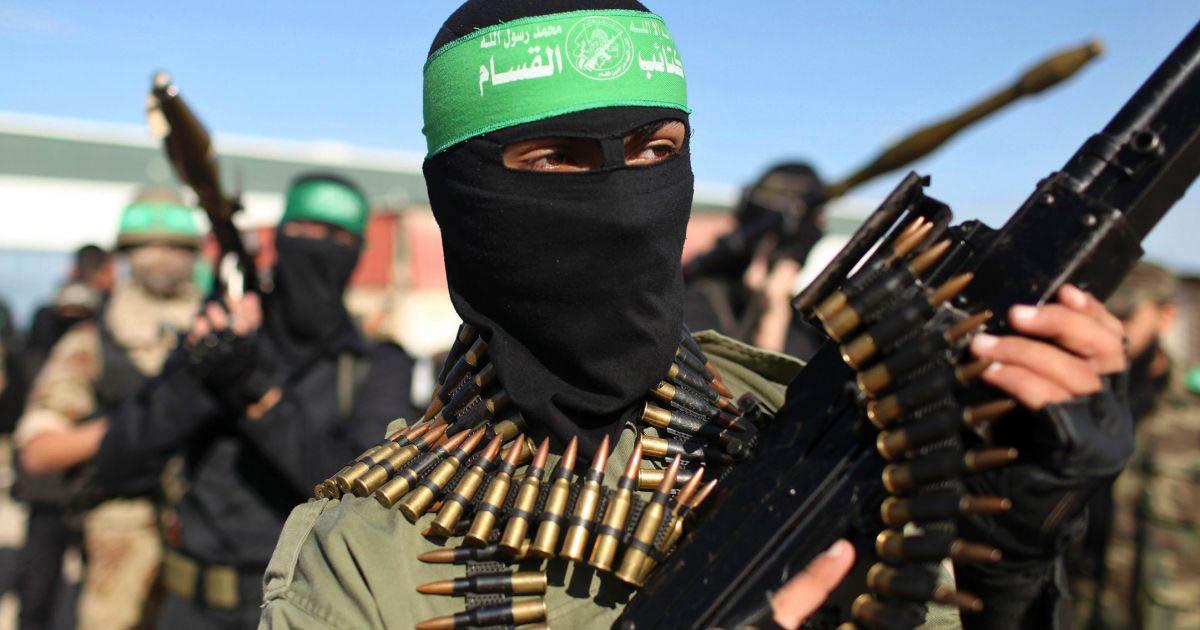 La madre dell'autrice musulmana letta dal Pd nelle scuole esalta i terroristi islamici di Hamas
