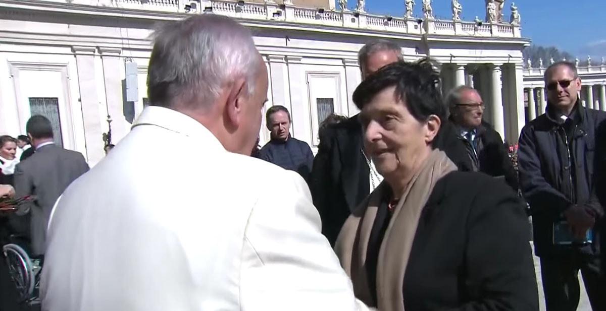 Meeting opulento. E il Papa se ne sta alla larga