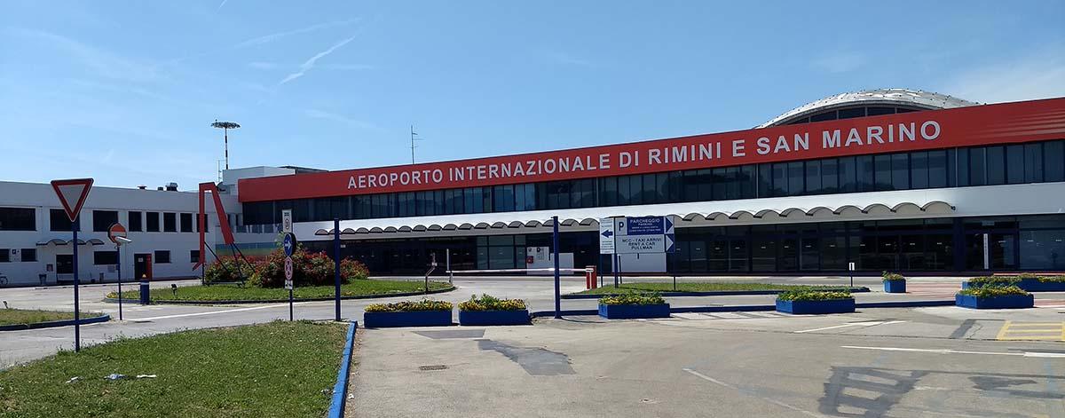 """Il nuovo look dell'aeroporto: """"San Marino"""" ha preso il posto di """"Federico Fellini"""""""