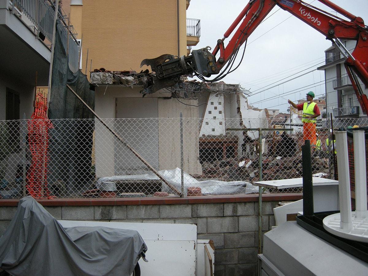 """Metrò di costa, """"demolizioni fuorilegge"""": il danno e la beffa"""