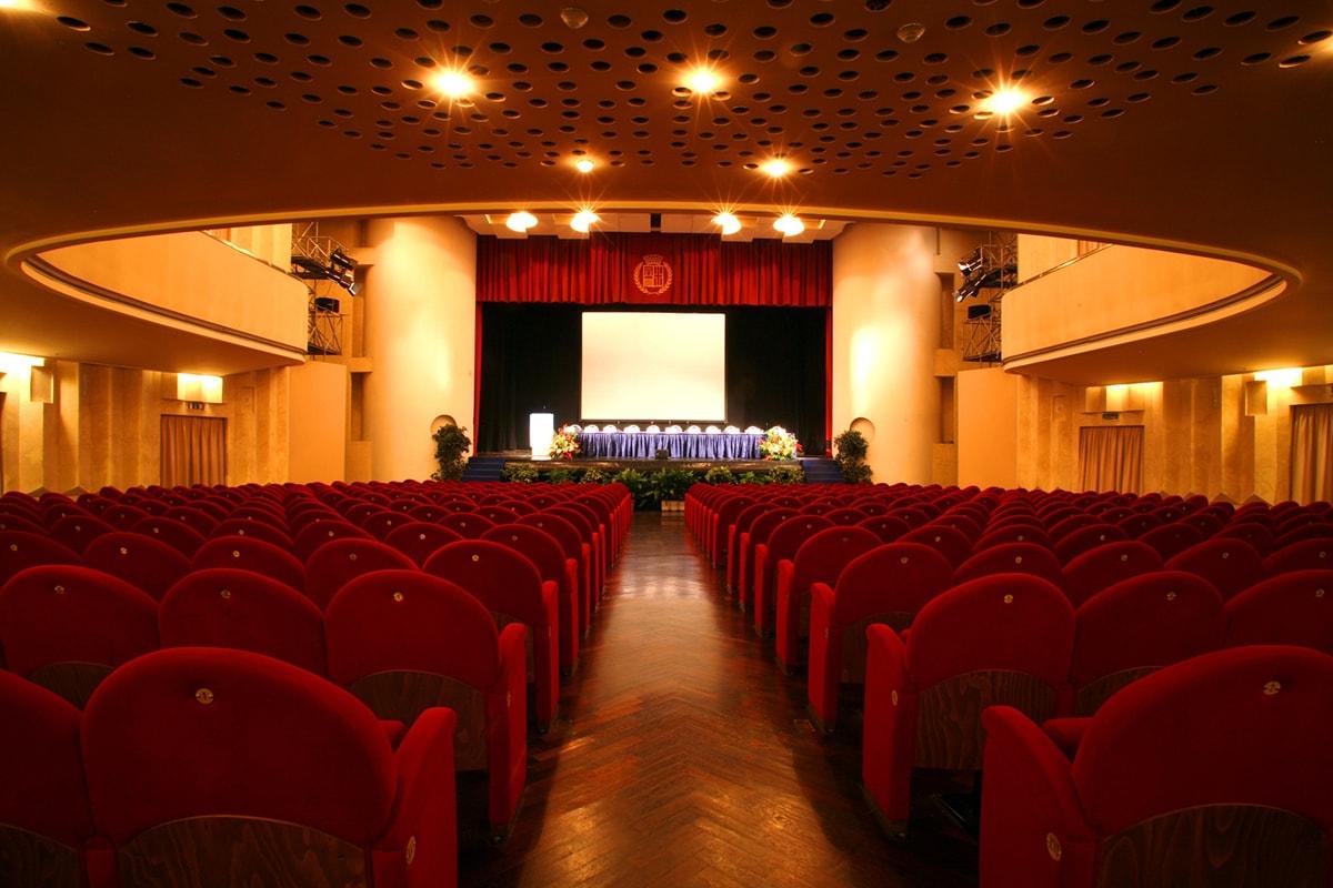 Il futuro del Teatro Novelli: due proposte che tengono insieme business e cultura