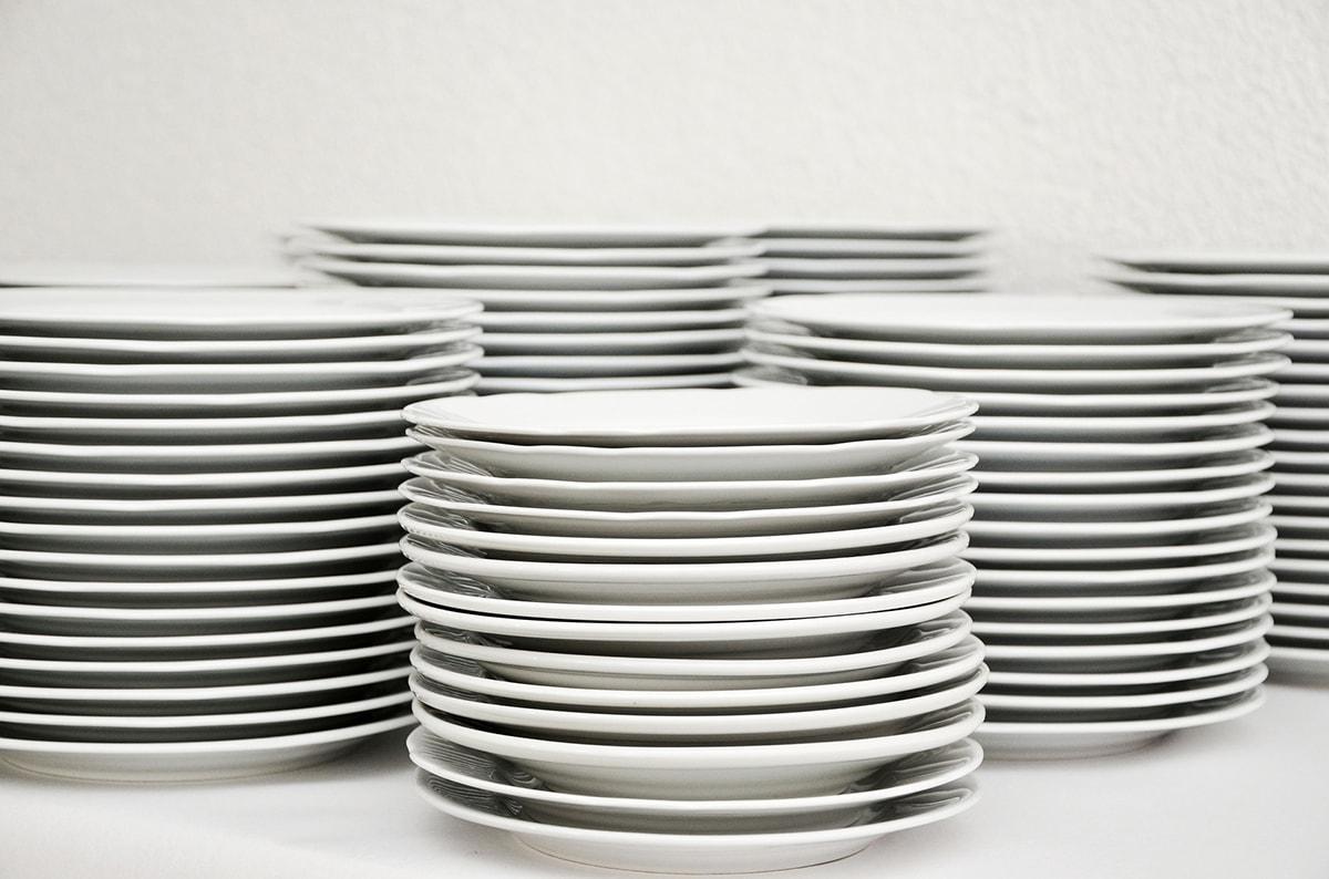 Volano i piatti tra ristoratori e chioschisti: oggi in prima pagina