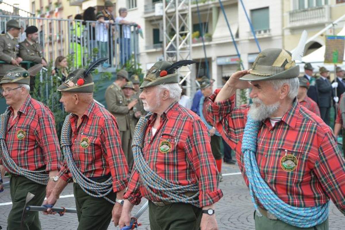 Gli alpini conquistati dall'irresistibile binomio Riviera & San Marino