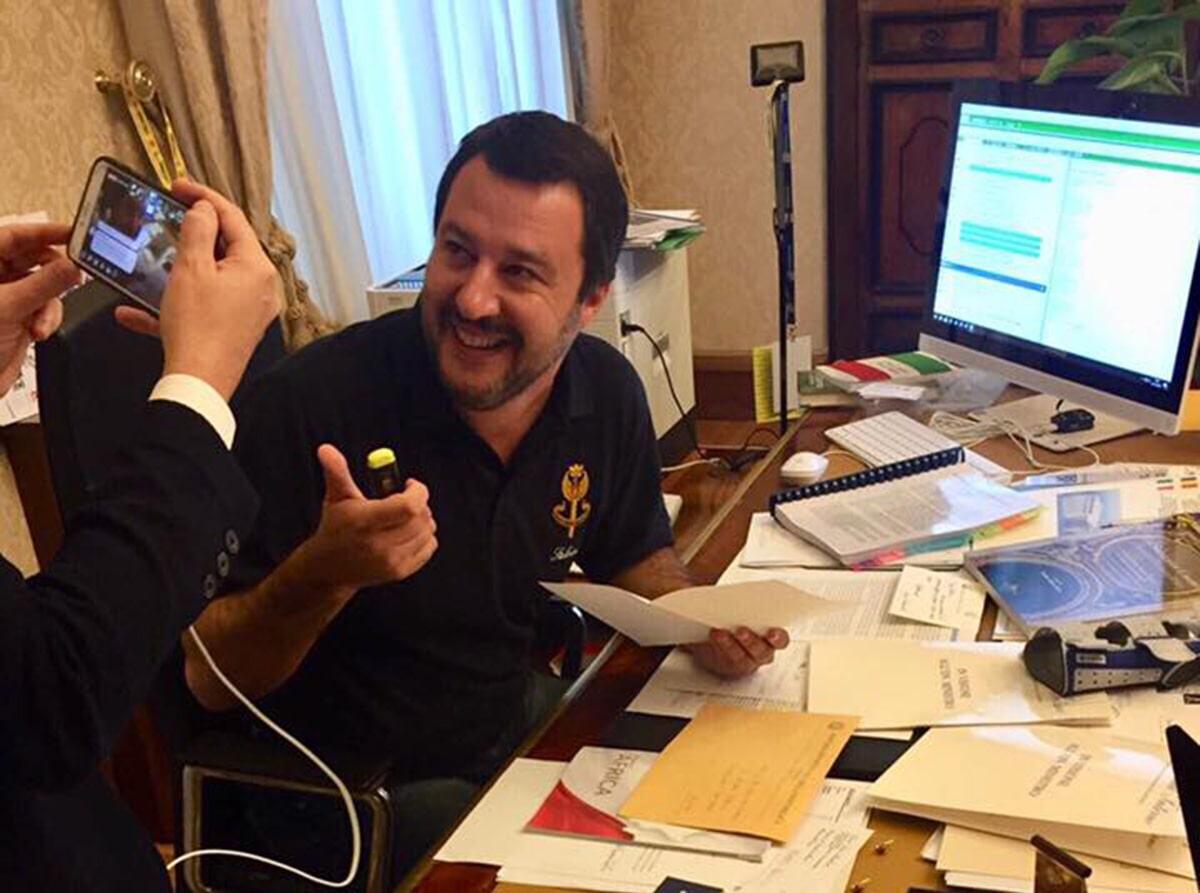 Salvini taglia il business dell'accoglienza ai profughi