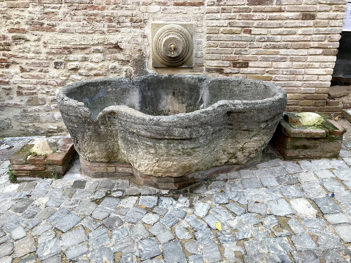 I misteri che circondano l'abbeveratoio quattrocentesco sparito da piazza Cavour